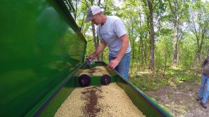 Adding inoculant to soybeans