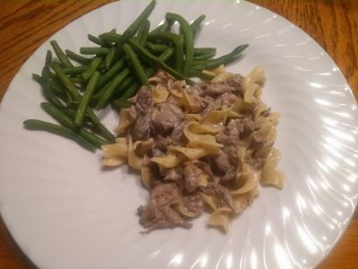 Venison stroganoff with green beans