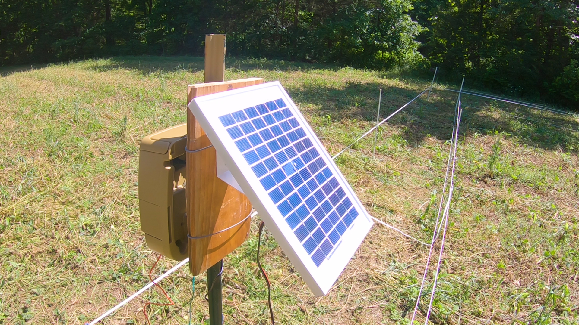 hot zone fence with solar panel